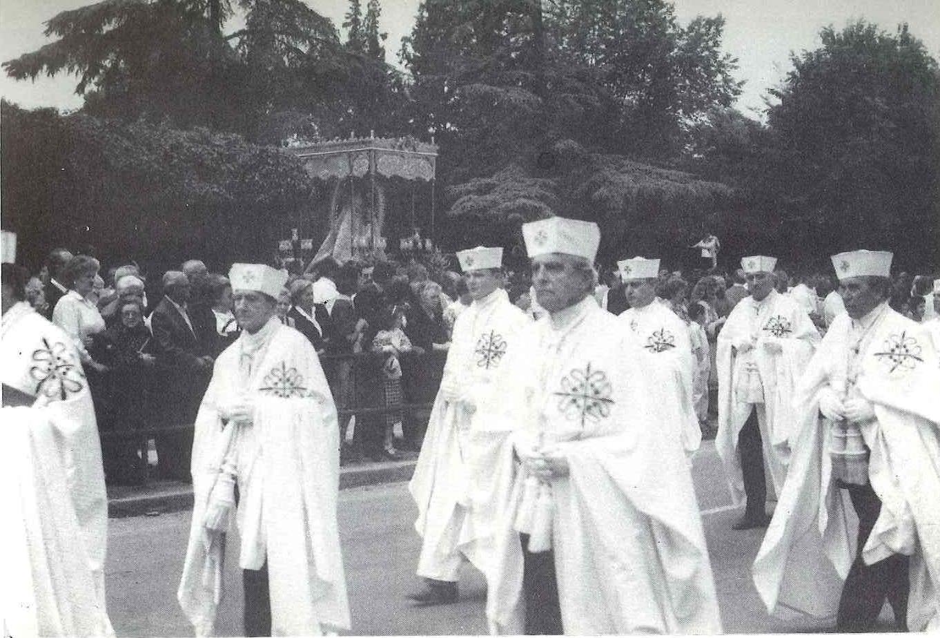 Los caballeros de las Ordenes Militares, tambien asistieron al pontifical con motivo del IX Centenario de la Virgen del Prado el 22 de mayo de 1988